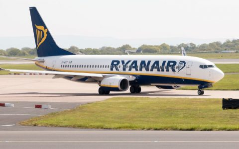 Ryanair cancel flights for 400,000 passengers